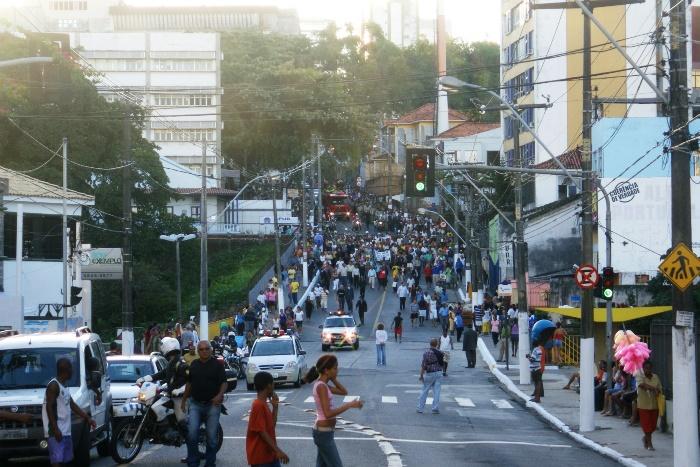 Movimento de chegada no cemitério | Foto: Raimundo Mascarenhas