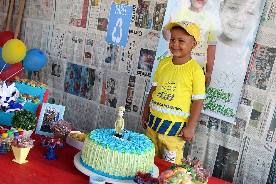 Fã De Garis Menino De 4 Anos Tem Aniversário Com Tema Festa Do