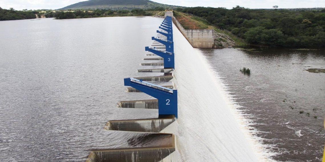 Barragem de Ponto Novo transborda após atingir 100% de sua capacidade