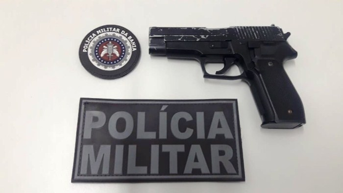 Menor portando simulacro de pistola é apreendido em escola de Coité
