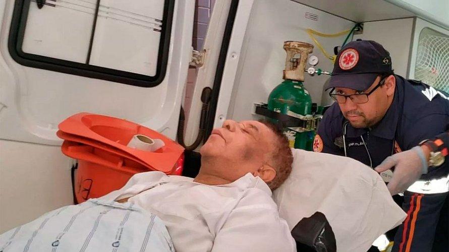 Agnaldo Timóteo está na UTI do Hospital Roberto Santos com quadro grave de saúde