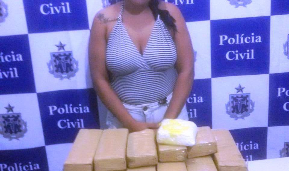 Mulher é presa com drogas que seriam levadas em taxi para Itacaré