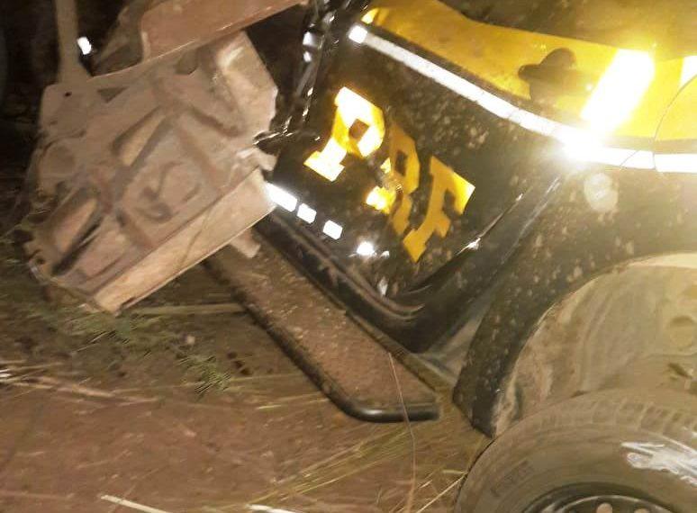 Grave acidente envolve duas carretas e uma viatura da PRF deixa mortos e feridos