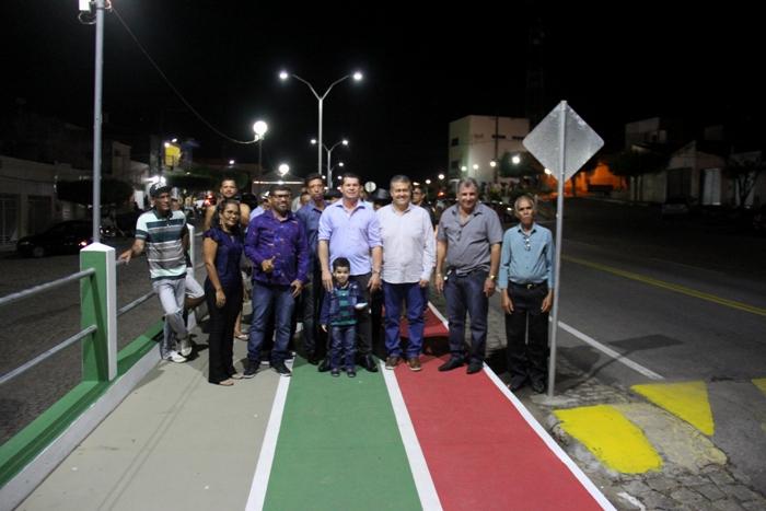 Em dia de aniversário da cidade, prefeito Erismar entrega avenida com pista de cooper e iluminação em led