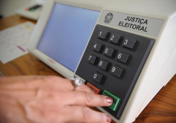 Eleitores de dois municípios voltam às urnas no domingo