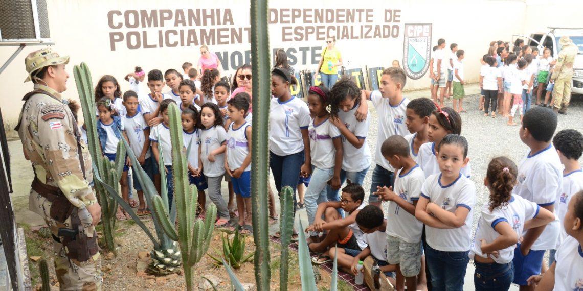 CIPE Nordeste recebe centenas de estudantes em comemoração ao Dia do Soldado