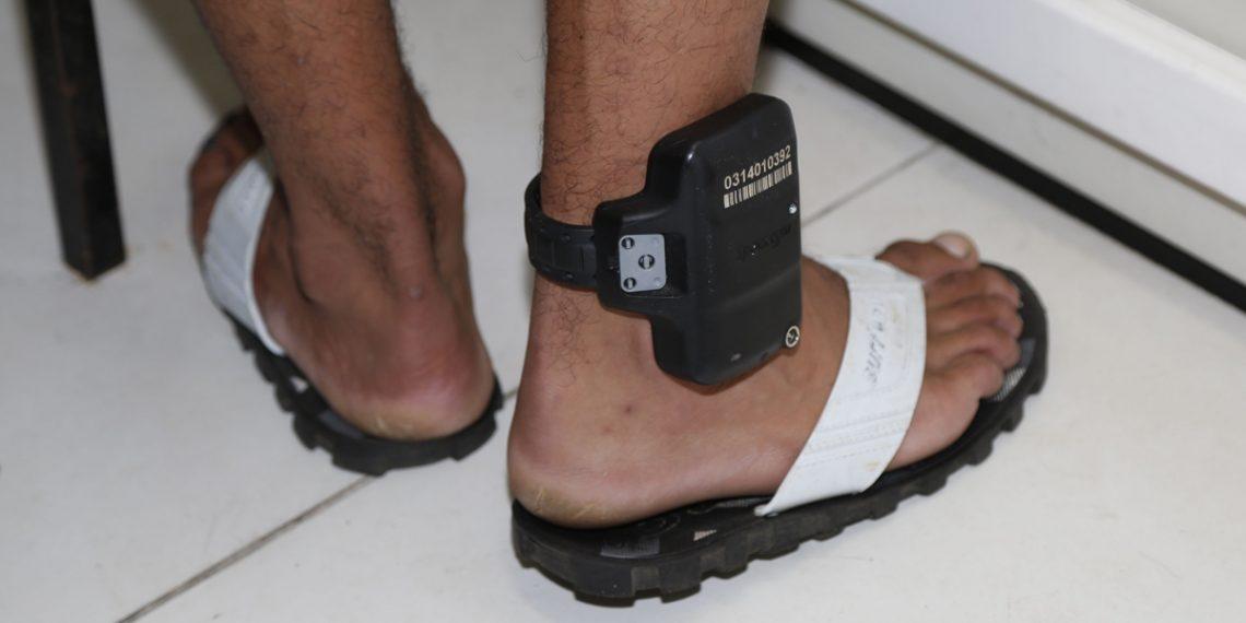 Agressores de mulheres serão monitorados por tornozeleira eletrônica