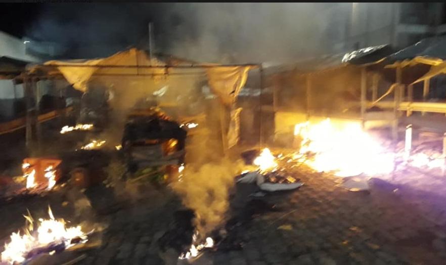 Incêndio destrói barracas de verdura de feira livre em Tucano