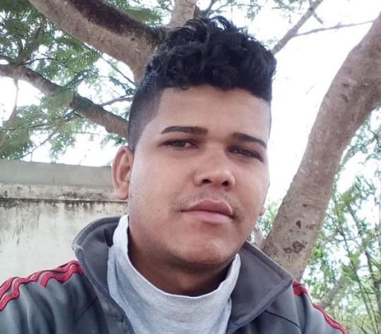Após ter casa invadida, jovem é morto a tiros na presença da mãe