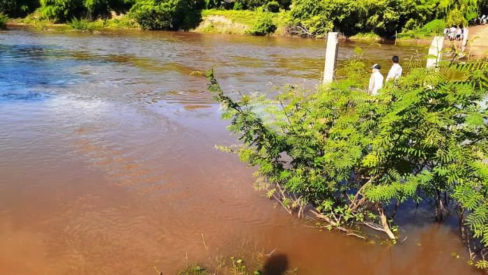 Dois homens desaparecem após tentarem atravessar ponte inundada na zona rural de Tucano