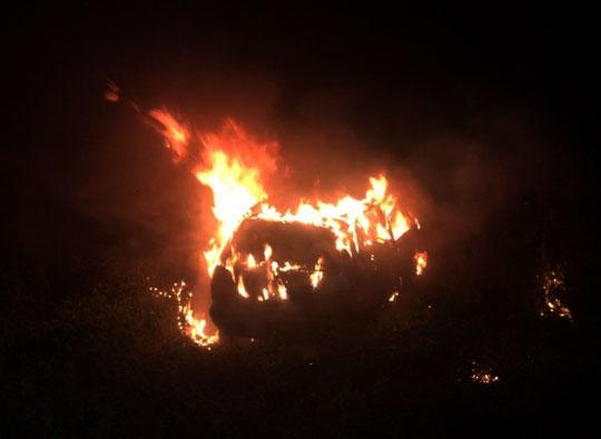 Carro é encontrado em chamas às margens da BA-120