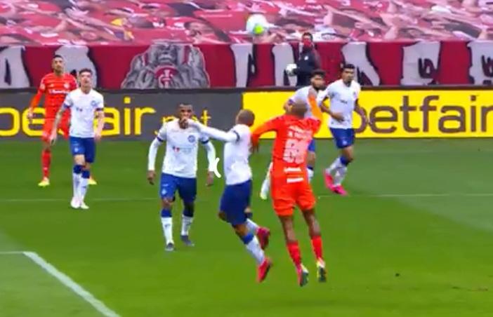 Bahia abre o placar contra o Inter, leva a virada depois de marcação de pênalti polêmico e empata nos acréscimos