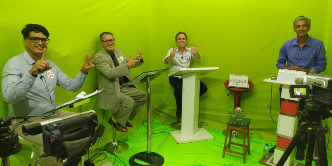 Candidatos a prefeito de Coité participam do primeiro e único debate. Eleitores se reúnem para acompanhar