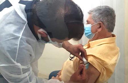 Prefeito de Antas, fura fila e toma vacina contra covid-19