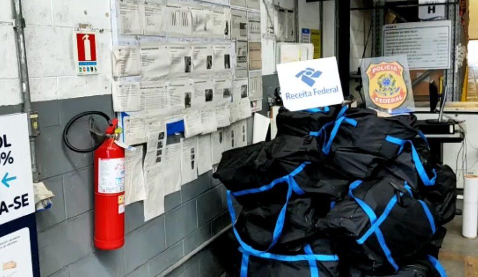 Mais de 400 kg de cocaína são apreendidos no porto de Salvador; droga estava escondida em carga de suco de abacaxi