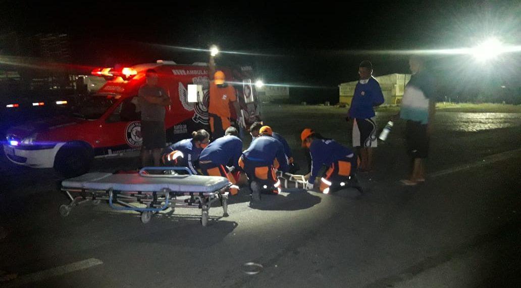 Motociclista sofre múltiplas fraturas na perna em acidente na BR 324. Moto foi consumida pelo fogo