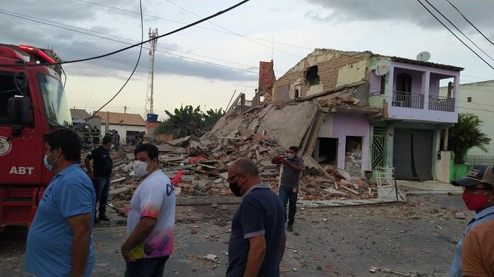 Casas são destruídas no centro de Crisópolis após explosão de fogos de  artifícios (Vídeo) – Calila Noticias