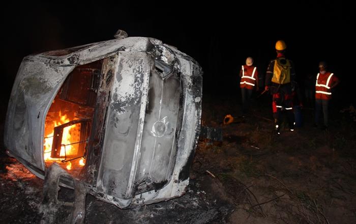 Homem morre após carro capotar na BA 120. Corpo foi projetado antes do veículo pegar fogo